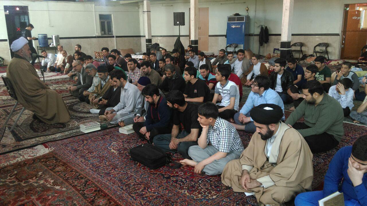 آیت الله اسلامی در جمع برادران معتکف در مسجد ابوالفضل علیه السلام حضور یافته و به ایراد سخنرانی پرداختند.